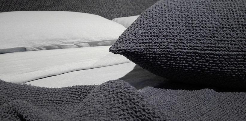 Die Bettwäsche Society auf den Betten der BertO Kollektion