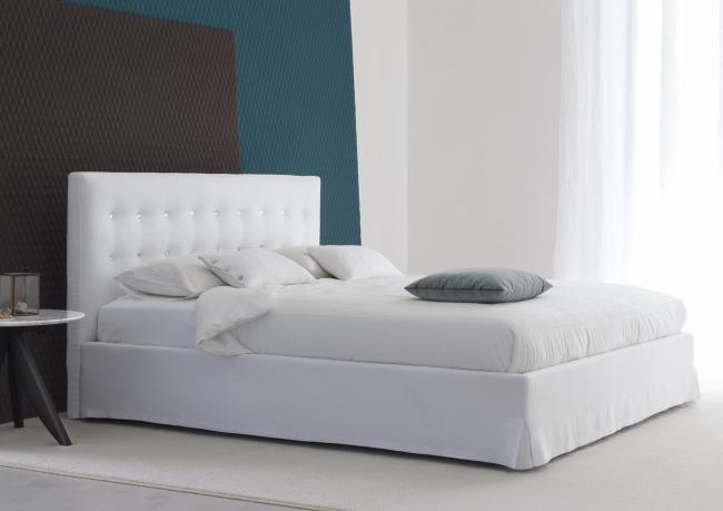 outlet marais bett aus wei leinen berto shop. Black Bedroom Furniture Sets. Home Design Ideas